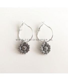 Zilveren zonnebloem oorbellen