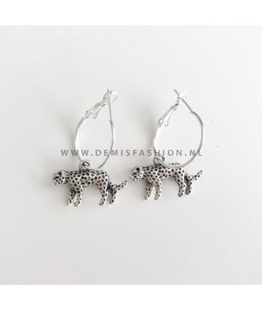 Zilveren luipaard oorbellen