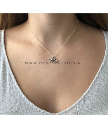 Zilverkleurige luipaard ketting Ellinoor