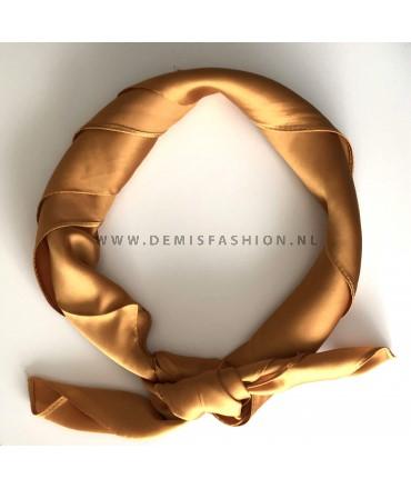 Goud gele sjaal