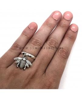Zilverkleurige bij ring