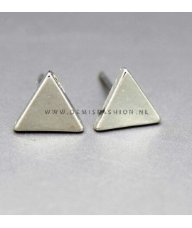 Zilverkleurige driehoek oorbellen