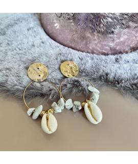 Goudkleurige kauri shell oorringen Sem