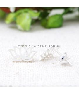 Zilverkleurige lotus oorbellen