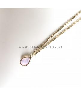 Goudkleurige ketting met roze steen