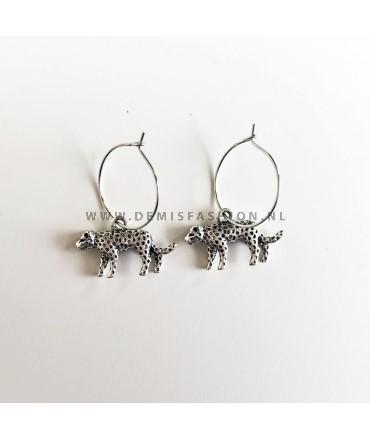 Luipaard oorbellen zilverkleurig